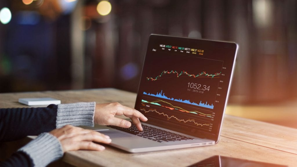 best forex brokers platforms fx trader on her laptop at cafe